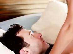 Мужик повалил на кровать брюнетку Dillion Harper и трахнул в пизду