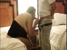 Толстая женщина любительница свинга занимается сексом в  отеле