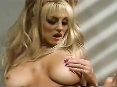 Блондинка с большой грудью Jill Kelly буквально затрахала мужика