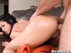 Шикарная порно актриса Abella Anderson оттрахана в упругую попу