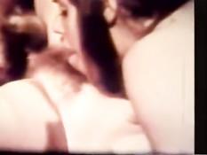 Девушки с волосатыми письками трахаются в ретро порно 60-х годов