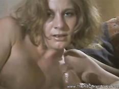 Девушка двумя руками дрочит большой влажный член своего парня