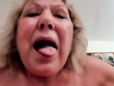 Возбуждённая немецкая бабушка затрахала молодого любовничка
