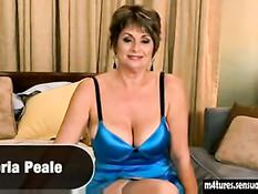 Зрелая женщина с большими сиськами Victoria Peale ебётся с парнем