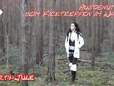 Немецкая брюнетка отсасывает член и трахается с мужчиной в лесу