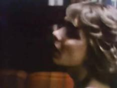 Порноактриса Desiree Cousteau участвует в групповых порно сценах