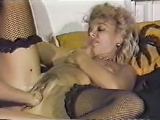 Мужики и женщины делают вагинальный фистинг в винтажном порно