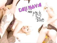 Молодая татуированная блондинка Cali Nova любит анальный секс