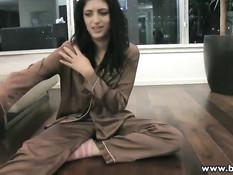 Молодые лесбиянки на квартире устраивают развратные секс игры