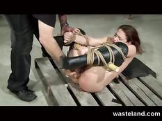 Рабыня в чёрных сапожках получила удовольствие от БДСМ секса