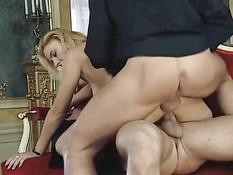 Страстное групповое порно втроём с блондинкой Ursula Cavalcanti