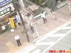 Парень привёл японскую подругу на крышу и дал отсосать свой хуй