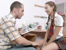 Русская девка с косами оттрахана в анус и гладко выбритую киску