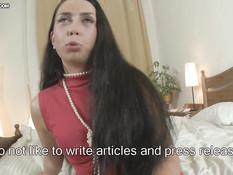 19-летняя русская брюнетка Ирина получила хуй в волосатую пизду
