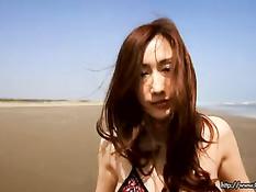 Красивая сисястая азиатка Candy Julia показывает сексуальное тело