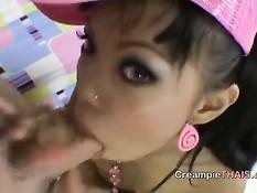 Порно видео с 18-летней тайской девкой с татуировкой на пояснице