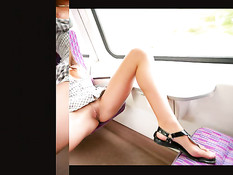 Развратная девчонка Little Caprice показывает свою киску в поезде