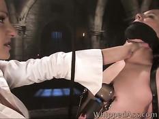 Порно звезда Chanel Preston делает фистинг своей рабыне Asa Akira