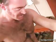 Сделал массаж мускулистому голубому мужчине и подставил задницу