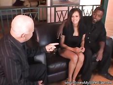 Темнокожий муж любит смотреть как жена трахается с любовником