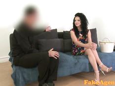 Молодая румынская девка отсасывает и трахается на порно кастинге