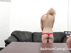 Девушку с татуировками и пирсингом в киске ебут на порно кастинге