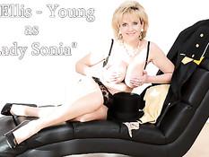 Сисястая блондиночка в чёрных чулках Holly Adams играет с киской