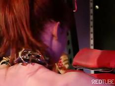 Две строгие госпожи отхлестали по жопе связанную рыжую рабыню