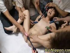 Парни делают азиатке вагинальный фистинг и трахают вибраторами