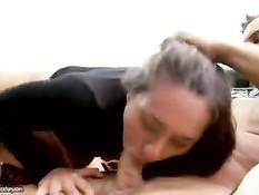 Сексуальная девчонка с красивой задницей дала трахнуть в анус
