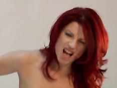 Экстремальный анал с рыжей тёлкой в чёрных чулках Julie Valmont