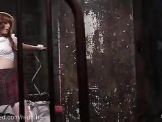 Рыжую шлюху с большими сиськами привязали и отъебали в задницу