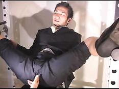Гей подошёл к японскому парню в деловом костюме и начал сосать