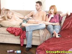 Парень играет в карты и ебётся с девками Marie McCray и Nicole Ray