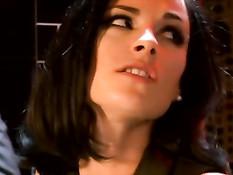 Грудастая француженка Claire Castel трахается в туалете ресторана