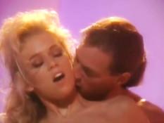 Бойфренд лижет клитор и ебёт грудастую блондинку Jenna Jameson