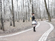 Молодая красотка Jeny Smith любит гулять по городу без трусиков