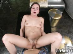 Секс с развратными молодыми девками Taylor Sands и Olivia Grace