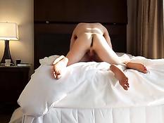 Паренёк в презервативе оттрахал в отеле свою молодую подружку