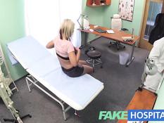 Молодую чешскую блондинку в клинике отъебал развратный врач