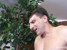 Беременная жена с бритым лобком принимает ванну и ебётся с мужем