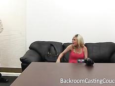 Двое мужчин оттрахали беременную блондиночку на порно кастинге