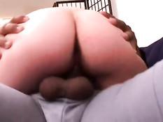 Беременная брюнетка с волосатым лобком ебётся с двумя мужиками