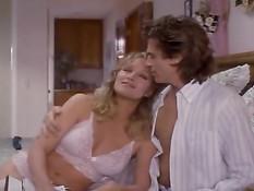 Секс с красивой блондинкой в белом нижнем белье Tanya Roberts