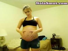 Светловолосая беременная девушка показала стриптиз в порно чате
