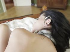Лесбийское порно в позе 69 девушек Suzie Carina и Adele Sunshine