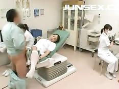 Японские медсёстры дрочат парням и занимаются сексом в клинике