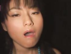 Парни кончают в большую тарелку, а азиатская девка пьёт сперму