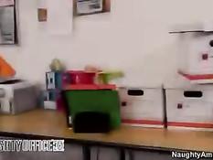 Развратная азиатка Asa Akira сосёт хуй и ебётся с коллегой в офисе