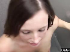 Сисястая девушка с татуировкой на животе ебётся с парнем в офисе